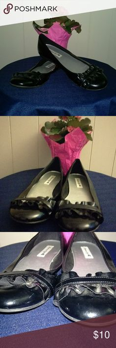 🏖 American Eagle Flats Pre-owned Black Flats. American Eagle Outfitters Shoes Flats & Loafers