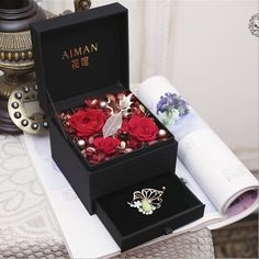 Preserved Fresh Flower Gift Box ,Flower Gift for Lover,Anniversary Gift ,Flower Box によく似た商品を Etsy で探す