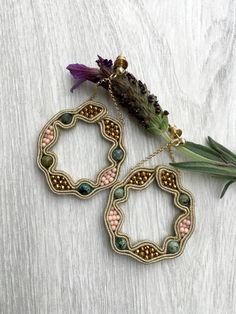 Shibori, Women Jewelry, Unique Jewelry, Soutache Earrings, Macrame Knots, Beading Patterns, Jewerly, Embroidery, Beads