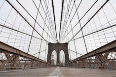 Ponte di Brooklyn, New York Foto di Angela Weiss : AFP Photography Collage, Wuhan, Nairobi, Venice Beach, Westminster, Brooklyn Bridge, Hong Kong, Singapore, Sydney