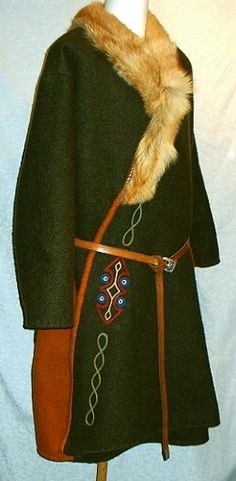 The perfect coat for Christian Viking Garb, Viking Reenactment, Viking Dress, Viking Men, Viking Costume, Viking Life, Medieval Costume, Norse Clothing, Medieval Clothing