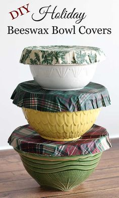 Reusable beeswax bowl covers for the holiday season. This alternative to plastic wrap looks great on the holiday buffet table or for storing Christmas goodies in the fridge. #christmas #ecofriendly #beeswaxwraps #foodstorage
