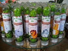 Decoração chá de bebê menino - Safari Jungle Theme Birthday, Birthday Party Themes, Wild Ones, Drink Bottles, Diy Bedroom Decor, First Birthdays, Giraffe, Water Bottle, Baby Shower