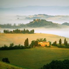 Tuscany, Italy >>> I still strongly fancy a 1 or 2 month-long stay in a Tuscan villa, notwithstanding the fact that I cannot speak a work of Italian. I reckon we'd get by.