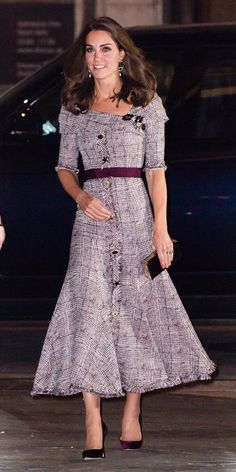 Kate Middleton took us by surprise when she stepped out in a trendy  off-the-shoulder Erdem dress. And she took the entire look to the next  level with a belt ... 25c1e3f48