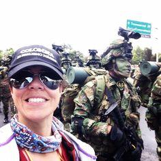 Especial #pazencolombia >> Hace poco el gobierno colombiano nos invitó a participar del Desfile Cívico Militar por la imdependencia del país. Allí pudimos estar cerca de hombres y mujeres que lucharon y luchan por la paz así como del pueblo que vive en fe y esperanza de alcanzar una paz definitiva. Familias enteras salieron a las calles a festejar la paz y solo estando allí con ellos se podía experimentar tan noble deseo.  Más fotos sobre la experiencia en nuestro fanpage @placeok y perfil…