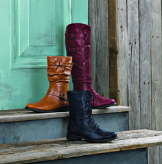 Fall in love with a waterproof boot that keeps your feet warm and dry while stepping up your look for fall.