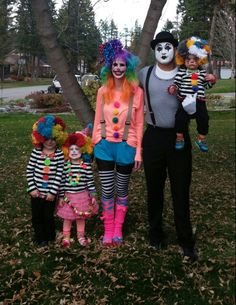 My diy cute but scary clown costume happy halloween scary homemade clown and mime family costumes 0 solutioingenieria Image collections