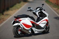 Honda PCX Maxi Scooter, Moped Scooter, Vespa, Honda Motorcycles, Cars And Motorcycles, Honda Pcx, Hero Motocorp, Honda Powersports, Motor Scooters
