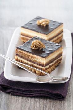 Crno bele kocke Eggless Desserts, Desserts To Make, Delicious Desserts, Bosnian Recipes, Croatian Recipes, Baking Recipes, Cake Recipes, Dessert Recipes, Torta Recipe