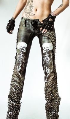 Skull Leather Pants by Toxic Vision Rock Style, Rock Chic, My Style, Moda Steampunk, Steampunk Fashion, Dark Fashion, Gothic Fashion, Latex Fashion, Emo Fashion
