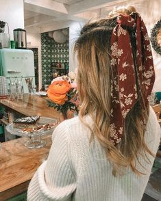 45 ways to style hair scarf, head scarf styles for short hair, how to wear a hair scarf ponytail, head scarf wrapping styles, hair scarf trend 2019 scarf hairstyles for long hair Bandana Hairstyles, Messy Hairstyles, Pretty Hairstyles, Braided Hairstyle, Teenage Hairstyles, Hair Inspo, Hair Inspiration, Inspo Cheveux, Curl Styles