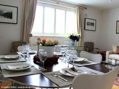 Our Russell is a comfortable 2 bedroom, 1 bathroom apartment located near Museum Row and Kensington Gardens. Enjoy fabulous shopping and dining along the nearby Kensington High Street or catch the Tube to go direct to many of #London's top sights, including Big Ben, Covent Garden, the West End, Notting Hill and so much more. #LondonPerfect