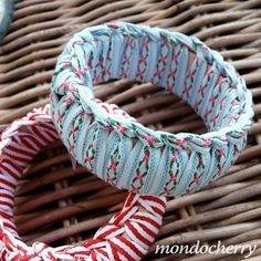 I bet these could be made with strips of t-shirt yarn instead of ribbon. . .