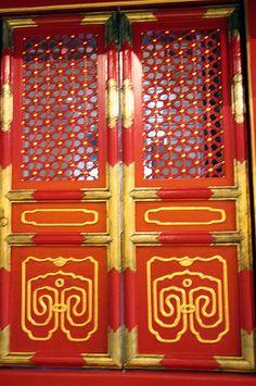 Chinese Door Chinese Architecture, Architecture Details, Architecture Office, Futuristic Architecture, Door Knockers, Door Knobs, Door Handles, Cool Doors, Unique Doors