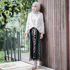 Modest Fashion Hijab, Korean Fashion Dress, Muslim Fashion, Skirt Fashion, Fashion Outfits, Casual Outfits, Women's Fashion, Kebaya Hijab, Kebaya Dress