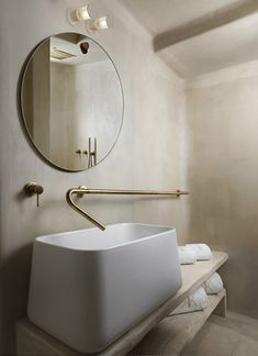If you have a small bathroom in your home, don't be confuse to change to make it look larger. Not only small bathroom, but also the largest bathrooms have their problems and design flaws. Contemporary Interior Design, Modern Bathroom Design, Bathroom Interior Design, Home Interior, Modern Design, Bad Inspiration, Bathroom Inspiration, Sconces Living Room, Wall Sconces