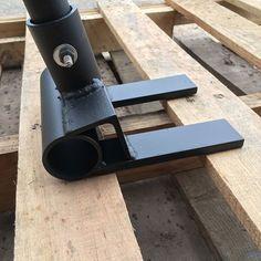 Produit simple et facile à utiliser pour démontage skid/palette. Peut être utilisé pour votre plaisir de projets de bricolage ou de démontage à grande échelle. Peut aussi être utilisé pour bande de quai et planches du pont. Si les dimensions standards ne fonctionnent pas, contactez pour que moi et je peux faire un il sur mesure répondre à vos besoins. NOTE : Malgré les images présentées, poignée nest pas incluse. Stub convient à 1 1/4 po tuyau OD. Dimensions standard : 6 de large, 7 de…