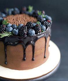 3 trendy winter wedding cake types and 27 examples cake decorating recipes kuchen kindergeburtstag cakes ideas Food Cakes, Cupcake Cakes, Pretty Cakes, Beautiful Cakes, Amazing Cakes, Drippy Cakes, Cake Recipes, Dessert Recipes, Baking Recipes