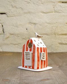 cabina portacandela in ceramica/cabina bianca a strisce gialle con uccellino/lanterna per la casa fatto a mano/stile nautico by Alisanna #italiasmartteam #etsy