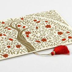 L'Enveloppe cadeau sera l'écrin idéal pour y glisser chèque, billets de banque ou de spectacle... souvent offerts mais difficiles à emballer.
