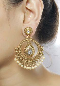 It Is Made Of Gold Tone. It Is Beautiful Decorated With Kundan . Indian Earrings, White Earrings, Indian Jewelry, Amrapali Jewellery, Gold Jewellery Design, Gold Jewelry, Antique Jewelry, Bollywood Jewelry, Bollywood Style