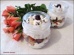 Desert cu brioșe și cremă de brânză Acai Bowl, Mason Jars, Oatmeal, Breakfast, Food, Acai Berry Bowl, The Oatmeal, Morning Coffee, Rolled Oats