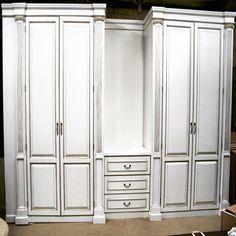 Мебельное ателье FEELWOODS. Дизайнерский  патинированный шкаф, материалы: массив дуба, эмаль, золотая патина
