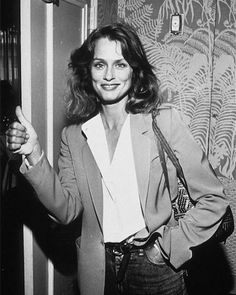 Thumbs up for the weekend!  #kickpleat #laurenhutton #style #muse #icon #kpmuse