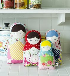 This free Matroyshika Doll PDF Pattern by ithinksew.com is perfect for using up smaller fabric scraps!