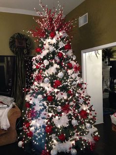 100 White Christmas Decor Ideas Which are Effortlessly Elegant & Luxurious - Hike n Dip - - Here are best White Christmas Decor ideas. From White Christmas Tree decor to Table top trees to Alternative trees to Christmas home decor in White & Silver. White Flocked Christmas Tree, White Christmas Tree Decorations, Elegant Christmas Trees, Christmas Tree Design, Christmas Tree Toppers, Candy Cane Christmas Tree, Christmas Christmas, Simple Christmas, Themed Christmas Trees