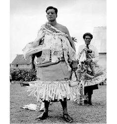 The Tui Nayau Ratu Sir Kamisese Mara paramount chief of the Lau group Fiji People, Fiji Culture, West Papua, Island Outfit, Fiji Islands, Island Nations, Victoria Australia, Historical Pictures, People Of The World