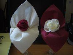 NOS PREPARATIFS DE MARIAGE POUR LE 26/04/08 - Pliage serviette pour la table d'honneur