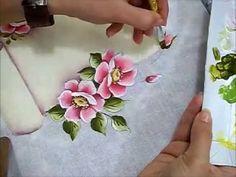 LINK para desenho deste vídeo: http://arianecerveiraatelie.blogspot.com.br/search/label/RISCOS%20DVD%20ROSAS%201 Nesta aula você aprenderá Rosas Silvestres, ...