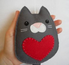 Cat with heart Wall hanging ornament felt decoration by iManuFatti, €10.00