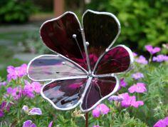 Glasmalerei Violet Flower Garden Ornament von ShellysGlassStudio