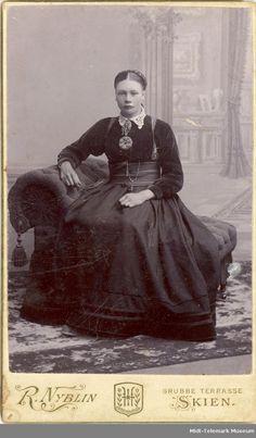 History Of Norway, Folk Costume, Costumes, Edwardian Fashion, Nordic Style, Ancestry, Art Inspo, Museum, Nordic Fashion