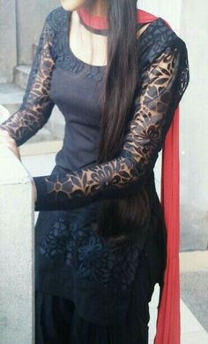 Absolutely love it aching to wear this. Black salwar.
