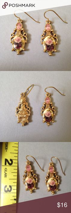 💗Vintage Earrings💗 Excellent condition. These earrings are so elegant and beautiful with their pink gem inlay and beautiful roses.   Size: OS  See my other listings in bundle for big discounts!  Open to offers!   Vintage retro 90s floral flowers dangling bracelet earrings necklace ring fashion Jewelry Earrings