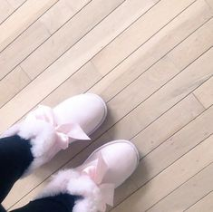Uggs are not only the most loved but also the most controversial boots on the market. Cute Sneakers, Shoes Sneakers, Crocs, Cute Uggs, Ugg Style Boots, Dress Up, Vegan Boots, Sheepskin Boots, Fresh Shoes