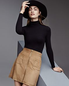 Create your own 70's outfit in line with the trend with this tan A-line skirt + black roll neck + finish off with a black hat. You will for sure get a lot of compliments on your style.
