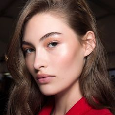 Girl tips and advice for easy contouring makeup - Mode et Beaute Pale Skin Makeup, Dewy Makeup, Neutral Makeup, Contour Makeup, Beauty Makeup, Too Faced Primer, Palette Contouring, Easy Contouring, Mascara Hacks