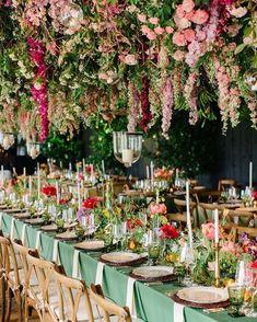 Coup de ❤️ pour cette décoration florale impressionnante ! Vous craquez ? #planners #inspirationmariage #weddingplannerfrance…