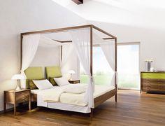 Ein Himmelbett verleiht seiner Besitzerin Prinzessinnen-Status - und das ganz ohne Plüsch und Pomp, denn moderne Himmelbetten überzeugen mit Geschmack, Holz...