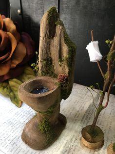 Faery Toilet Set - handmade by thefaeryforest on Etsy P: 🌿abbbygiiirl Mini Fairy Garden, Fairy Garden Houses, Miniature Crafts, Miniature Fairy Gardens, Clay Fairy House, Fairy Garden Furniture, Fairy Tree, Fairy Crafts, Fairy Doors