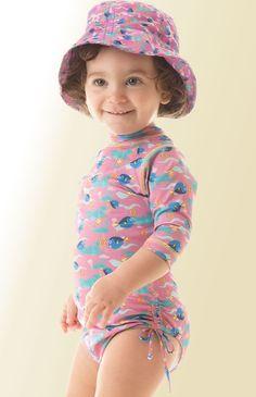 Combine o maiô infantil com proteção solar com o chapéuzinho com filtro uv e faça sua filhote ficar super protegida! Estampa Dory exclusiva UV Line.
