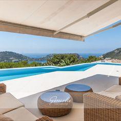 Die Immobilie befindet sich in Monport, einer der gefragtesten Wohnlagen für Luxusimmobilien von Port Andratx. Nur 5 Minuten vom Hafen mit vielen Geschäften, eleganten Boutiquen, Restaurants und Cafés. Restaurants, Outdoor Decor, Home Decor, Real Estates, Sevilla Spain, Majorca, Luxury, Homes, Decoration Home