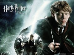 A gallery of Harry Potter and the Order of the Phoenix publicity stills and other photos. Featuring Daniel Radcliffe, Rupert Grint, Emma Watson, Bonnie Wright and others. Harry Potter Cinema, Phoenix Harry Potter, First Harry Potter, Harry Potter Poster, Harry Potter Hermione, Harry Potter Movies, Harry Potter World, Ron Weasley, Hogwarts