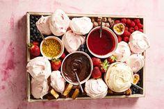 DIY Pavlova Grazing Dessert Platter - Diy and crafts interests Diy Dessert, Dessert Recipes, Trifle Desserts, Dessert Tables, Chef Recipes, Delicious Recipes, Baking Recipes, Yummy Food, Xmas Food