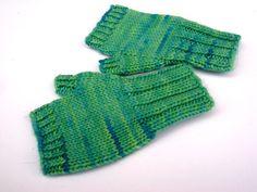 Fingerlose Handschuhe Kleinkinder Hellgrün von frostpfoetchen, €12.50